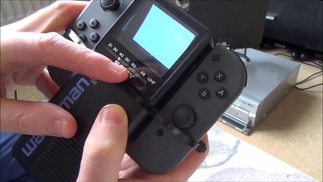 Uno Switch Extra Slim per giocare a Zelda e Mario Kart in bianco e nero