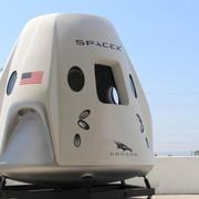 Navicella Dragon, SpaceX svela la cabina di pilotaggio