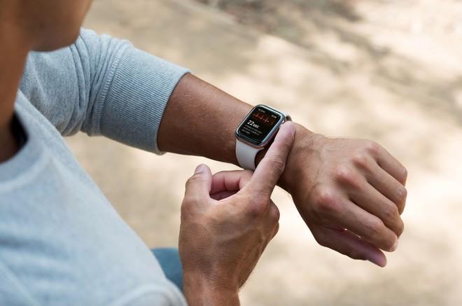 watchOS 5.1.2 disponibile: funzione ECG su Apple Watch 4 in USA - image  on https://www.zxbyte.com