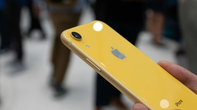 iPhone XR 2019 con due fotocamere, tre sul top OLED da 6,5