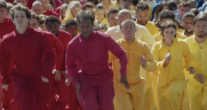 iPhone XR 'fa spazio al colore': online nuovo video per spingere le vendite - image  on https://www.zxbyte.com