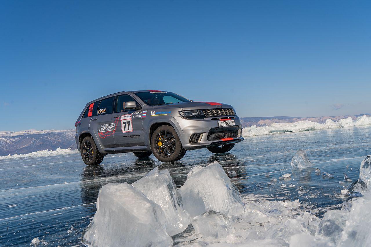 Jeep Grand Cherokee: nuovo record di velocità di un suv sul ghiaccio