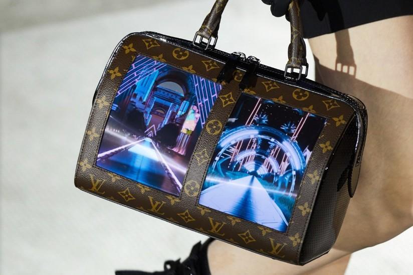 2e8890d4c8 Schermo flessibile di Royole anche per le borse Louis Vuitton ...