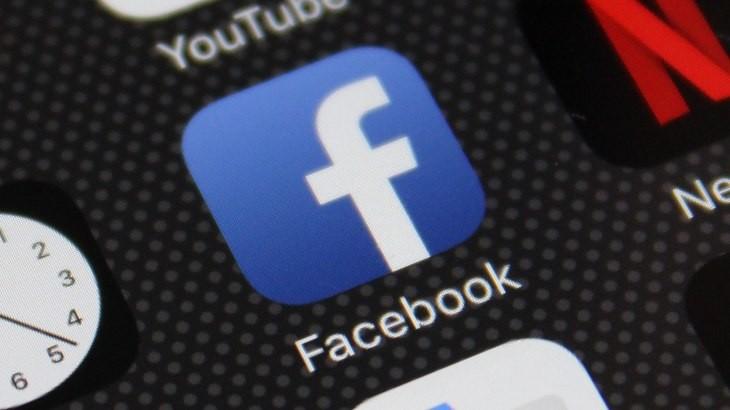 Facebook Si Tinge Di Scuro Anche In Italia Le Prime Immagini